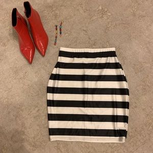 NWOT Black and white stripe bodycon skirt size S